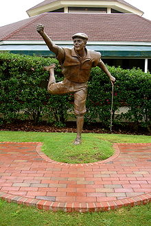 Golf Photos - Payne Stewart - Statue commemorating Stewart's win in the 1999 U.S. Open