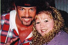 Sports Photos - Buff Bagwell (Marcus Bagwell) - Bagwell with a fan in 2000.