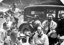 Motorsports Photos - Tazio Nuvolari - Nuvolari (fifth from left), with other Alfa Romeo drivers and Enzo Ferrari.