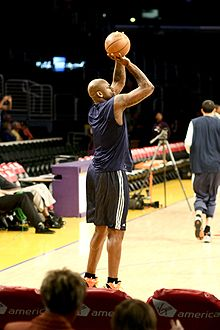 Basketball Photos - Al Harrington - Harrington warming up before a Warriors/Lakers game on March 23