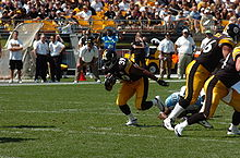Football Photos - Willie Parker - Parker against the Titans in 2005