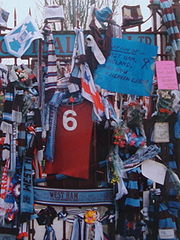 Soccer Photos - Bobby Moore - Tributes to Bobby Moore outside the Boleyn Ground on 6 March 1993