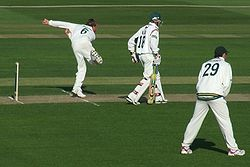 Sports Photos - Graeme Swann - Swann bowling for Nottinghamshire against Leicestershire in 2007