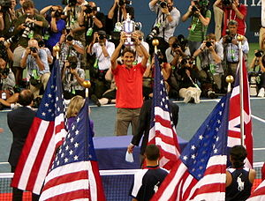 Tennis Photos - 2008 US Open (Tennis) - Roger Federer holding the US Open trophy