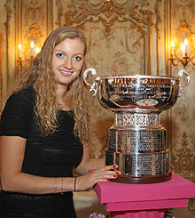 Tennis Photos - Petra Kvitova - Kvitová in Moscow with the trophy for the Fed Cup winners
