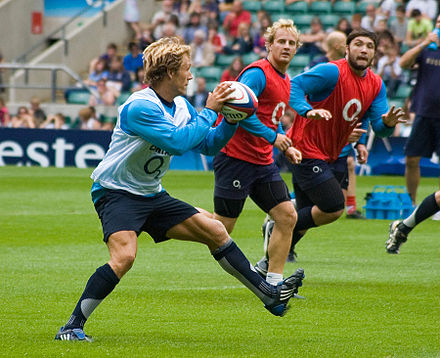 Sports Photos - Jonny Wilkinson - Wilkinson passing to his backline in training
