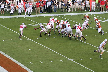 Football Photos - Troy Smith - Ohio State's Troy Smith hands off to Antonio Pittman vs the Texas Longhorns.