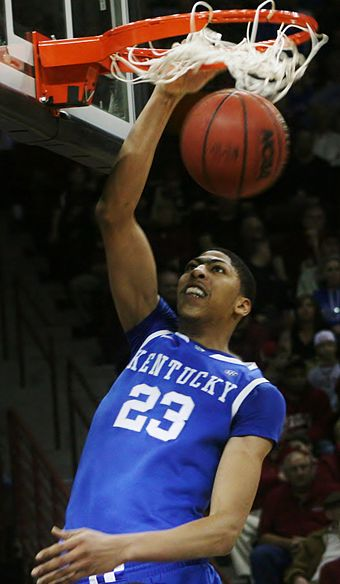 Basketball Photos - Anthony Davis - Davis as a Wildcat