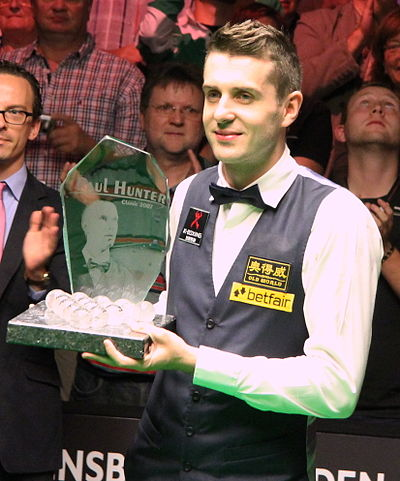 Sports Photos - Mark Selby - Mark Selby with the 2012 Paul Hunter Classic trophy
