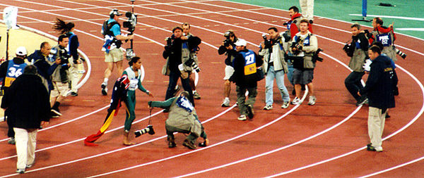 Olympics Photos - 2000 Summer Olympics - Cathy Freeman after the 400 metre final