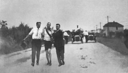 Olympics Photos - 1904 Summer Olympics - Hicks and his supporters at the marathon