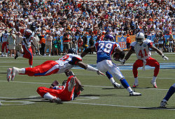 Football Photos - Adrian Peterson - Peterson splitting defenders in the 2008 Pro Bowl.