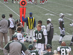 Football Photos - New York Jets - Chad Pennington talks with teammates during a 2006 game against the Houston Texans.